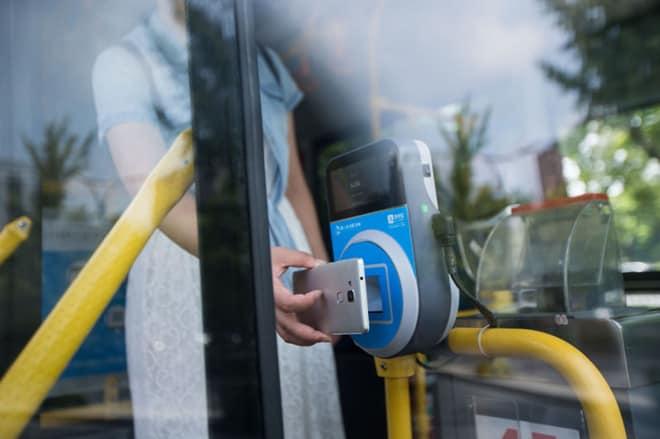 公交车刷支付宝